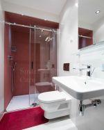 Плъзгащ паравн Style в червена баня