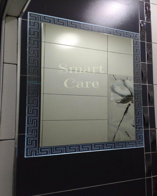 Светещо огледало с орнамент версаче